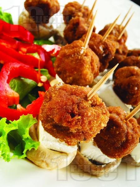 Кетъринг парти хапки на клечки със свински канелени кюфтенца - снимка на рецептата